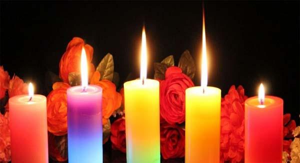 Hechizo de amor con coloridas cuerdas emocionales