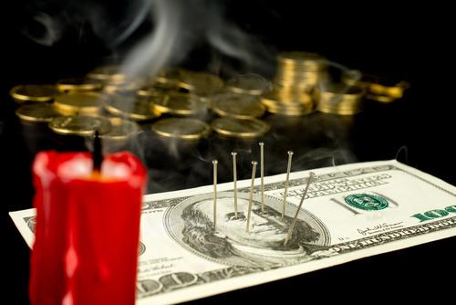 Hechizos Wicca para limpiar tu hogar y tener dinero